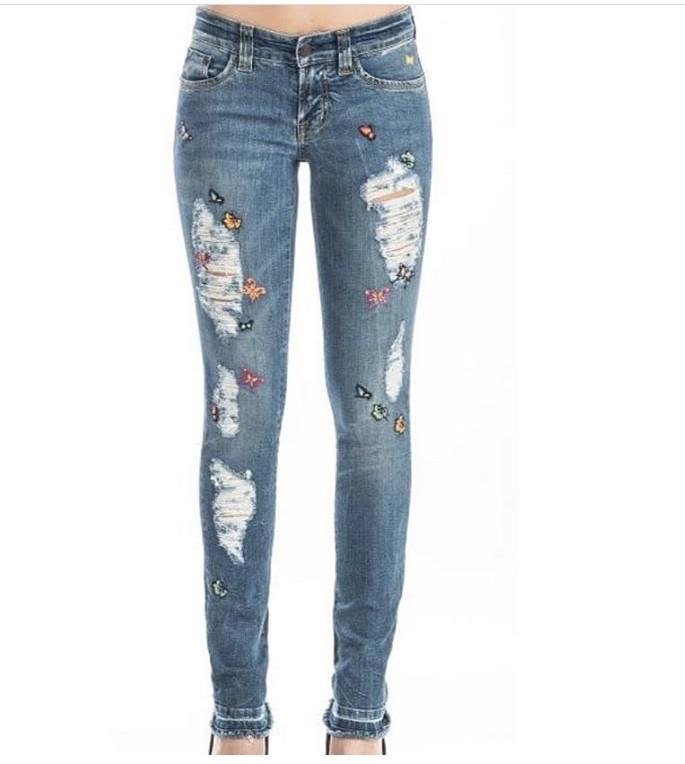 Pantalones con rotos y mariposas
