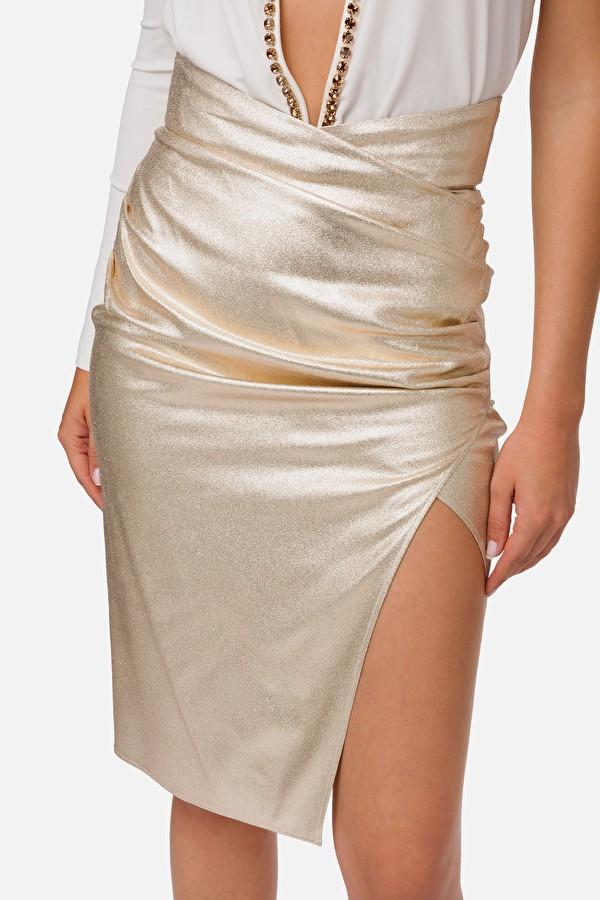 Falda con apertura
