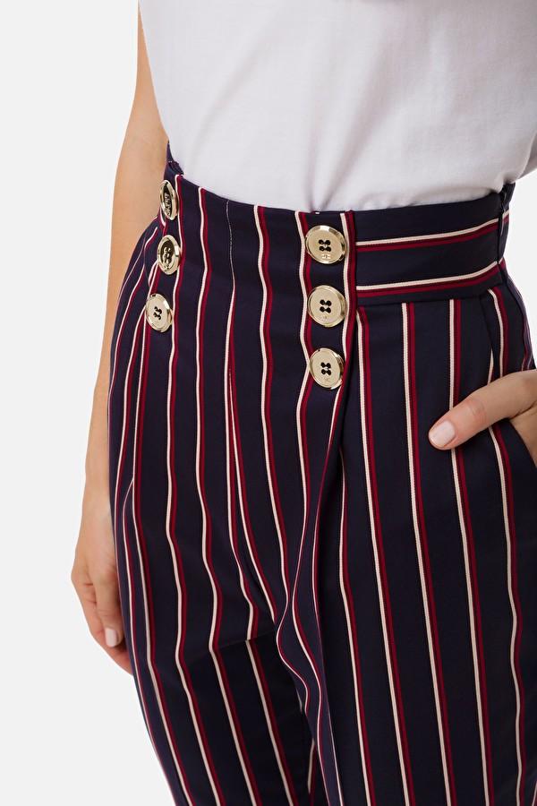 Pantalón de rayas con pinzas